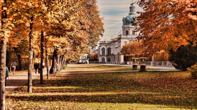 castle-charlottenburg-1053047_1280